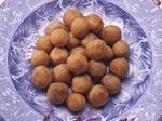 Deep fried glutinous dumplings with lotus paste