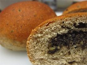 黑芝麻黑豆麵包